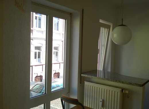 Zentral gelegene, vollständig renovierte 2-Zimmer-Wohnung mit TG-Stellplatz und EBK in Darmstadt