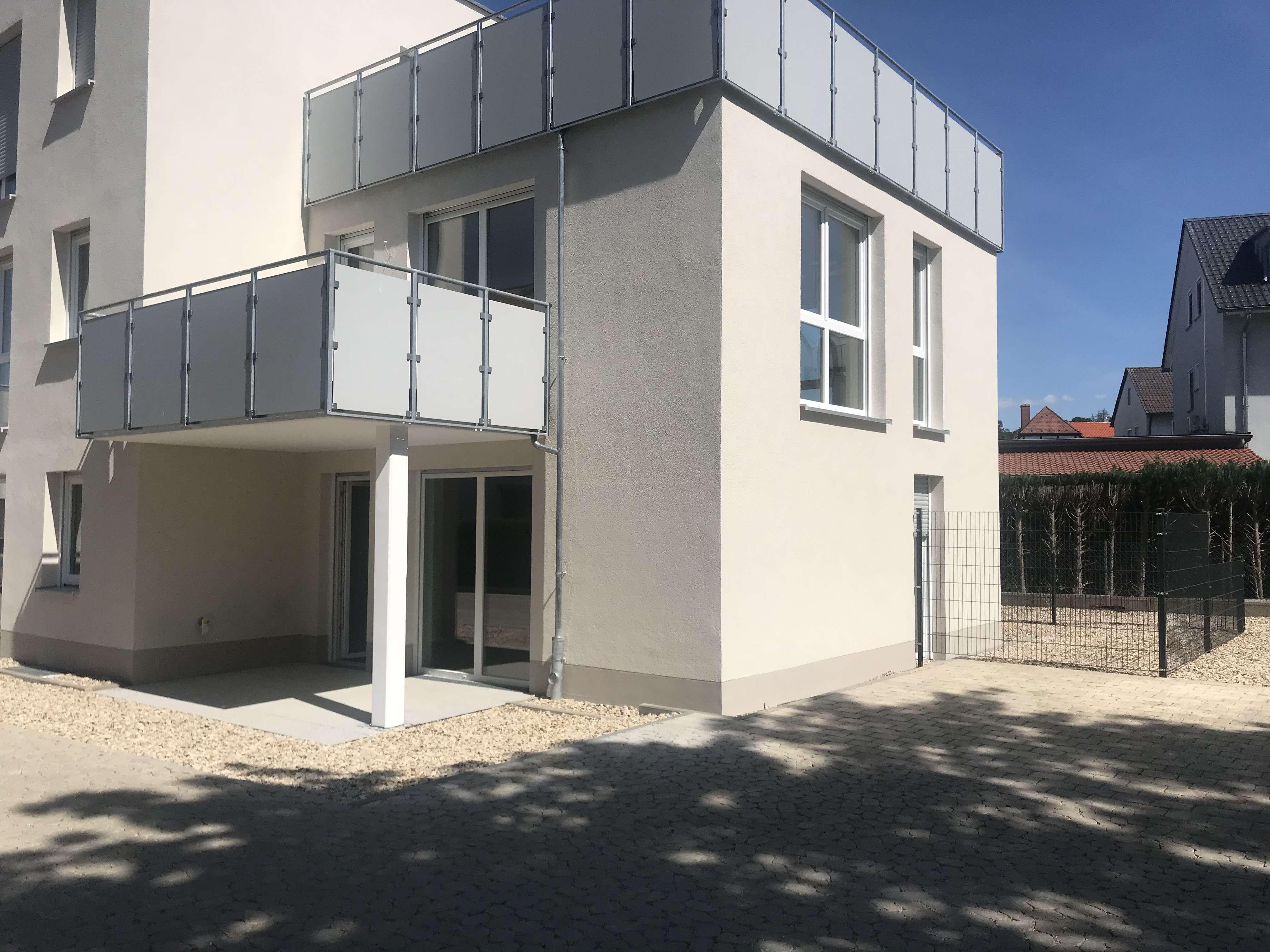 Erstbezug mit Einbauküche und Terasse: helle & moderne 3-Zimmer-EG-Wohnung in