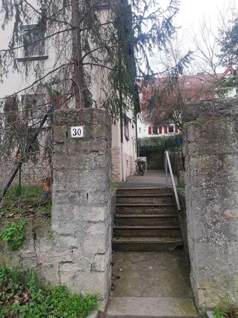 Vollständig renovierte 2,5-Zimmer-Wohnung mit Einbauküche in Würzburg in