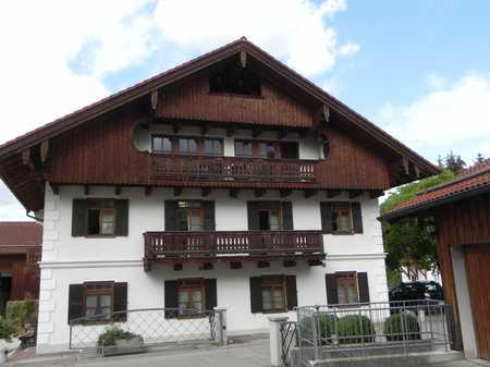 Gepflegte 2-Raum-DG-Wohnung mit Balkon und Einbauküche in Aying in Aying