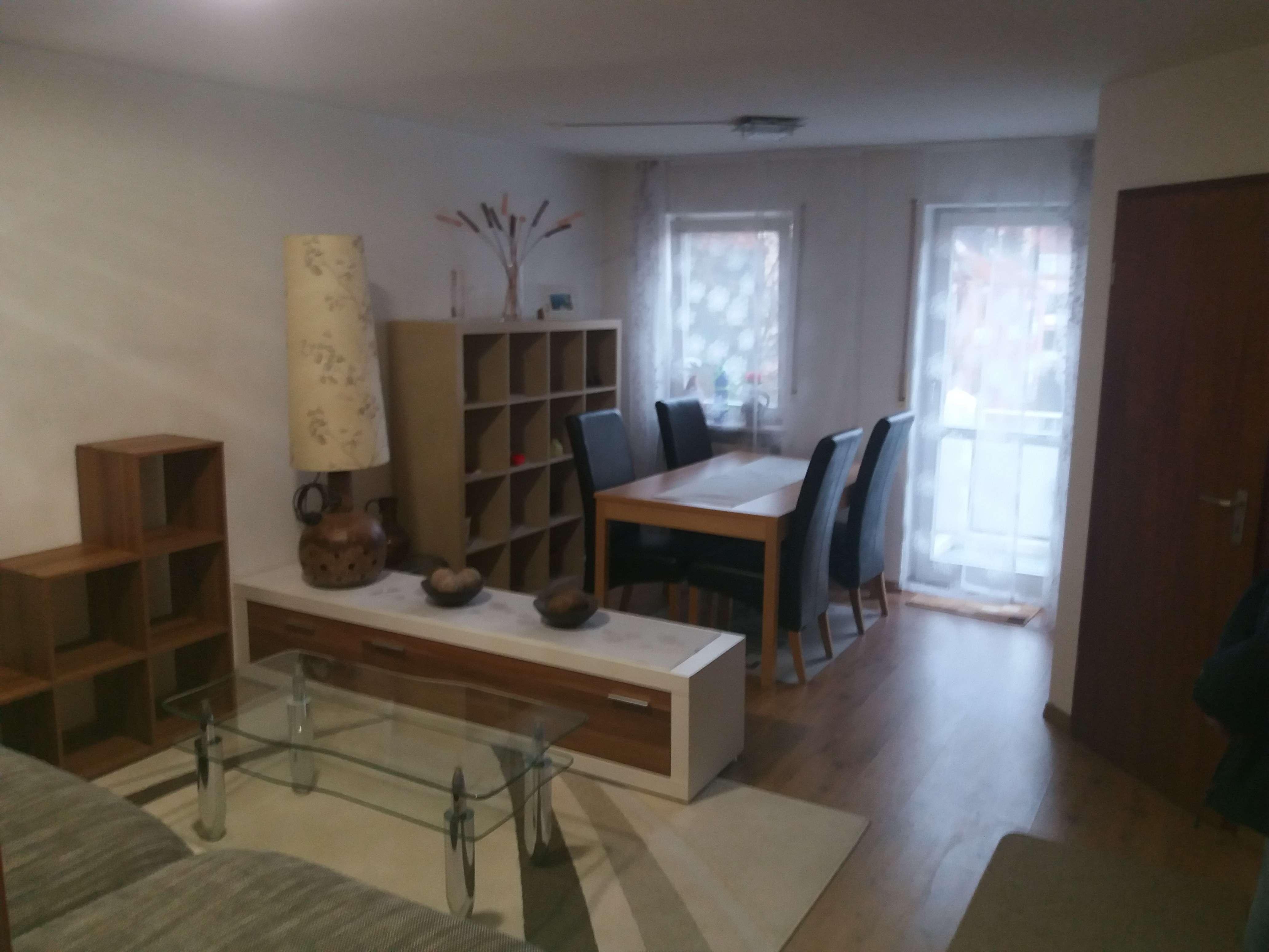 Gepflegte möblierte 2-Zimmer-Wohnung mit Balkon und Einbauküche in Augsburg