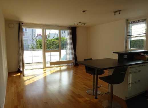 Helle 2 Zimmer-Wohnung im 1. OG mit großem Balkon und Stellplatz!