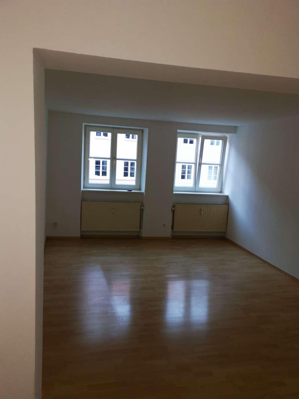 Mittendrin: 2 Zimmer- Wohnung mit neuer EBK* Duschbad* sep. WC* in