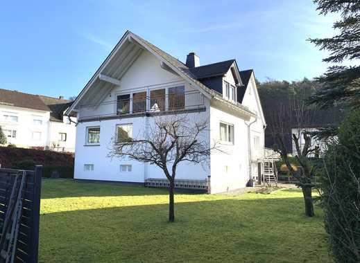 Gepflegtes Ein-/Zweifamilienhaus mit Doppelgarage auf großem Areal