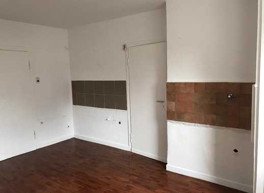 Schöne, teilrenovierte 2 Raum Wohnung im 1.OG