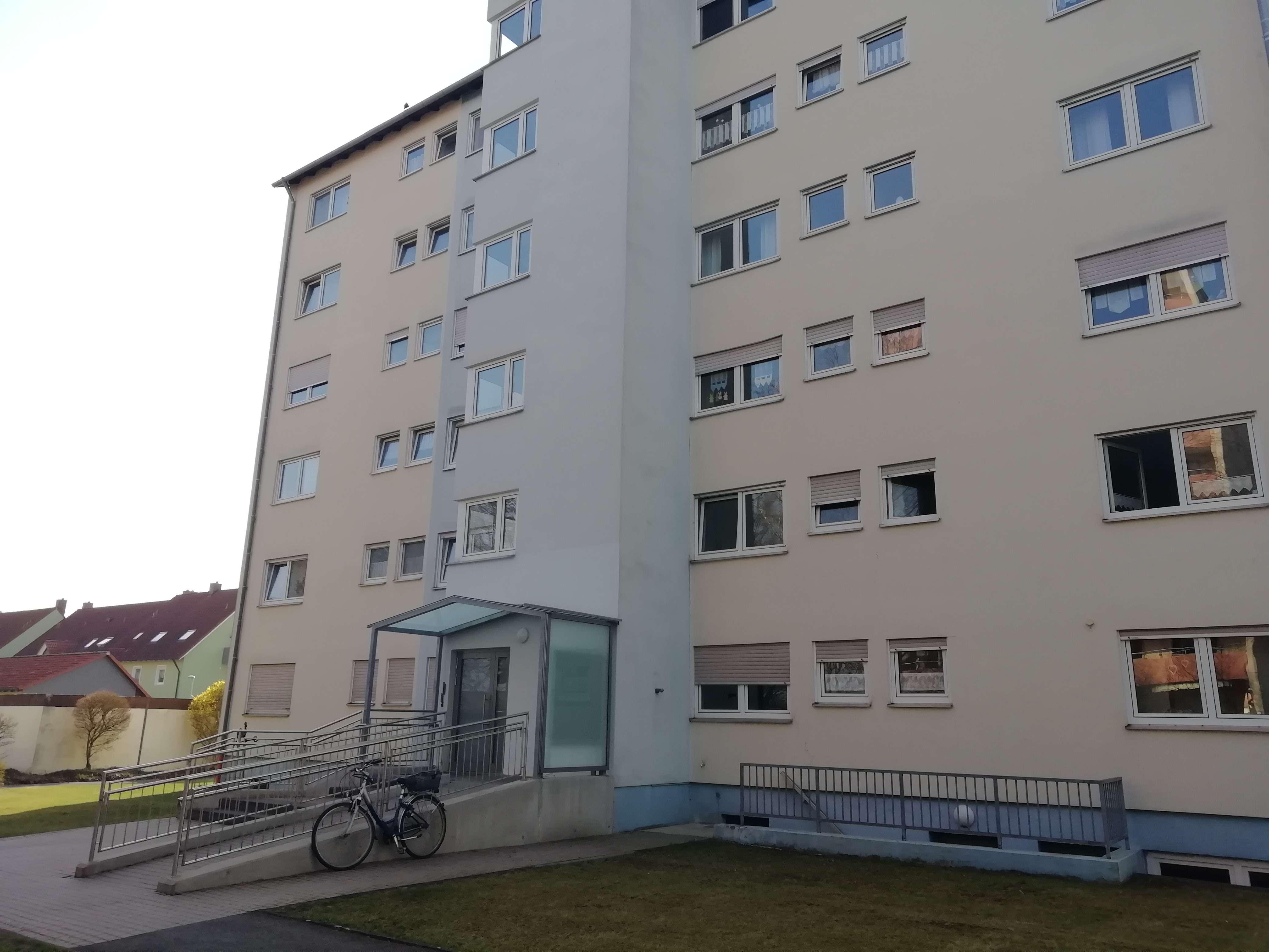Modernisierte 3-Zimmer-EG-Wohnung mit Balkon und Einbauküche in Bad Königshofen/ Grabfeld