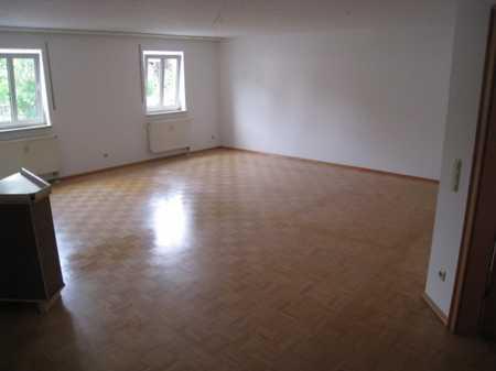 IMMOBILIEN LERCHENBERGER: Großzügige 4-Zimmer-Erdgeschoss-Wohnung in der Innenstadt von Plattling in Plattling (Deggendorf)
