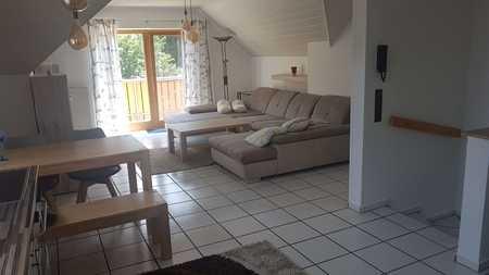 Möblierte, gepflegte 2-Zimmer-Dachgeschosswohnung mit Balkon  in Sailauf in Sailauf