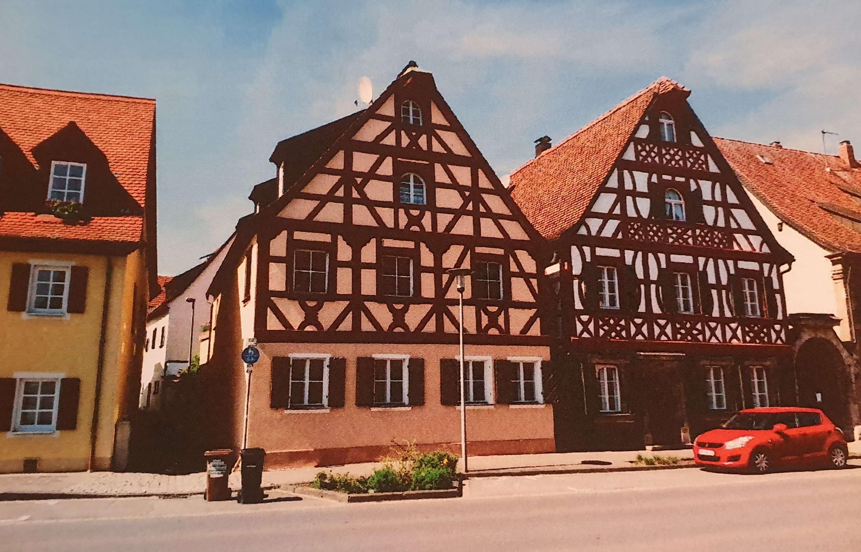 4-Zimmer-Erdgeschosswohnung mit EBK in Baiersdorf - Wohnen im Denkmal in Baiersdorf