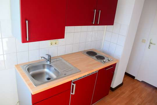 1 Raum-Wohnung mit Küchenzeile und Waschmaschine im Top-Zustand!!