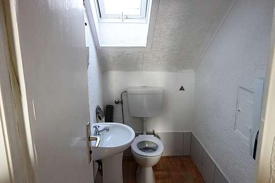 - PROVISIONSFREI -2 Familienhaus mit Einliegerwohnung im DG -