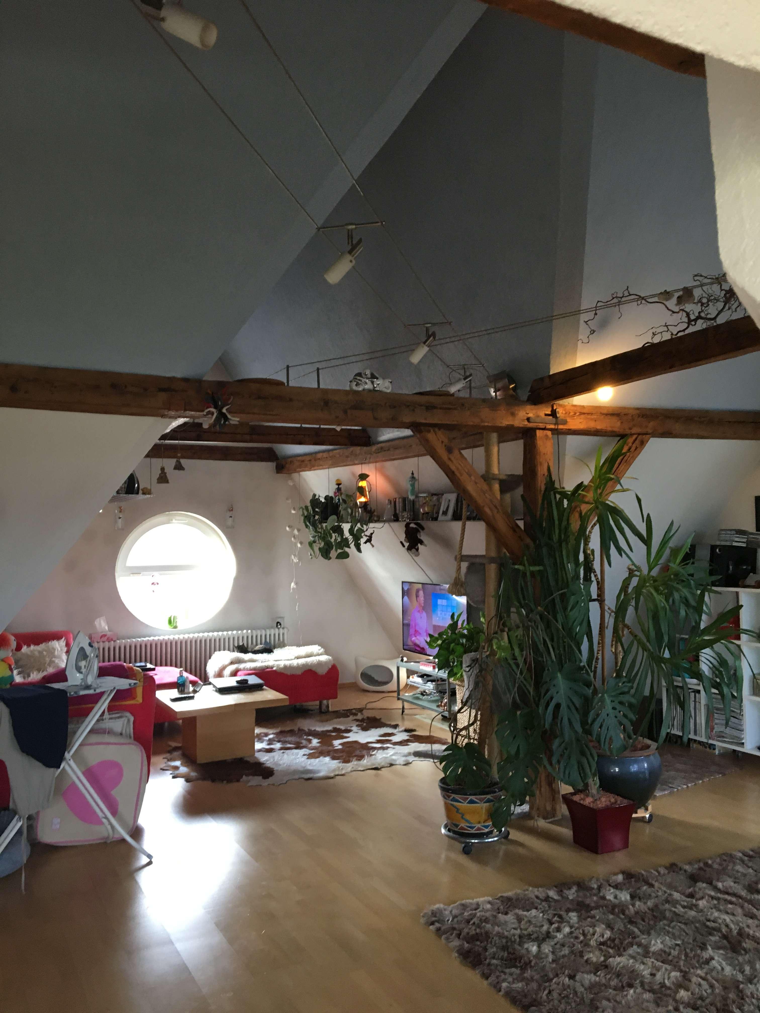 Gepflegte 3-Raum-DG-Wohnung mit Balkon und Einbauküche in Neu-Ulm in