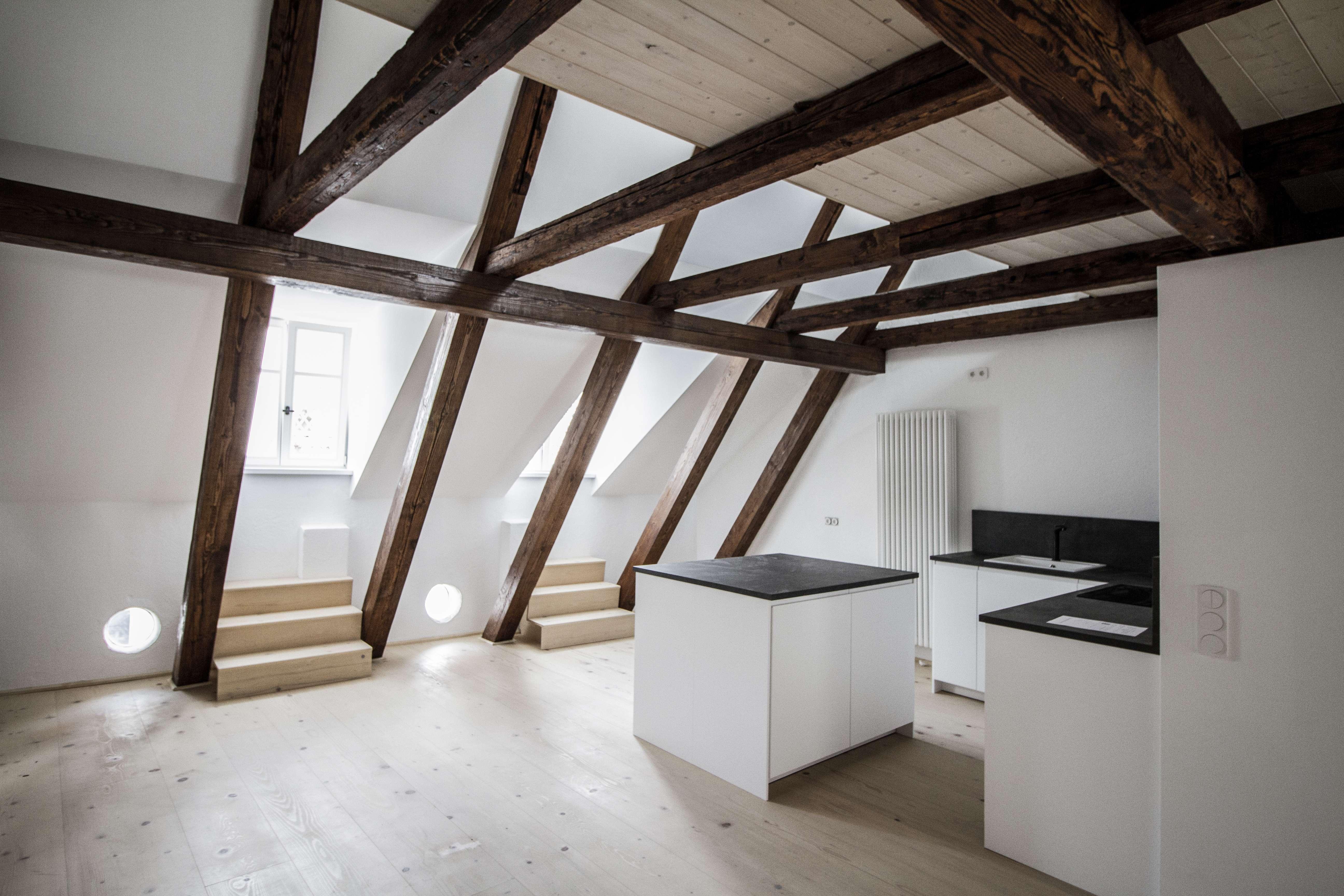 Loft-Wohnung in hochwertig saniertem Einzeldenkmal in Innenstadt in
