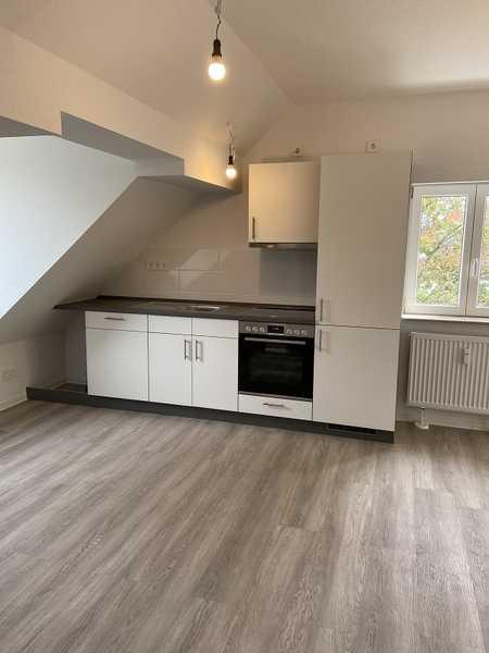 Tolle 2 Zimmer-Dachgeschoß-Wohnung mit Einbauküche sucht Sie ! Aktion 1 Grundmiete frei! in Gartenstadt (Nürnberg)