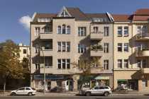 Großzügige 2-Zimmer-Altbauwohnung im sonnigen Dachgeschoss