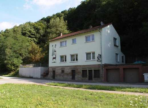Eine besondere Immobilie: ehemalige Gaststätte mit geräumiger Wohnung, Balkon und Terrasse