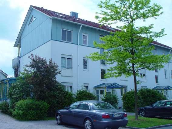 Exklusive, gepflegte 3-Zimmer-Maisonette-Wohnung mit Balkon und zwei Bäder in Poing in