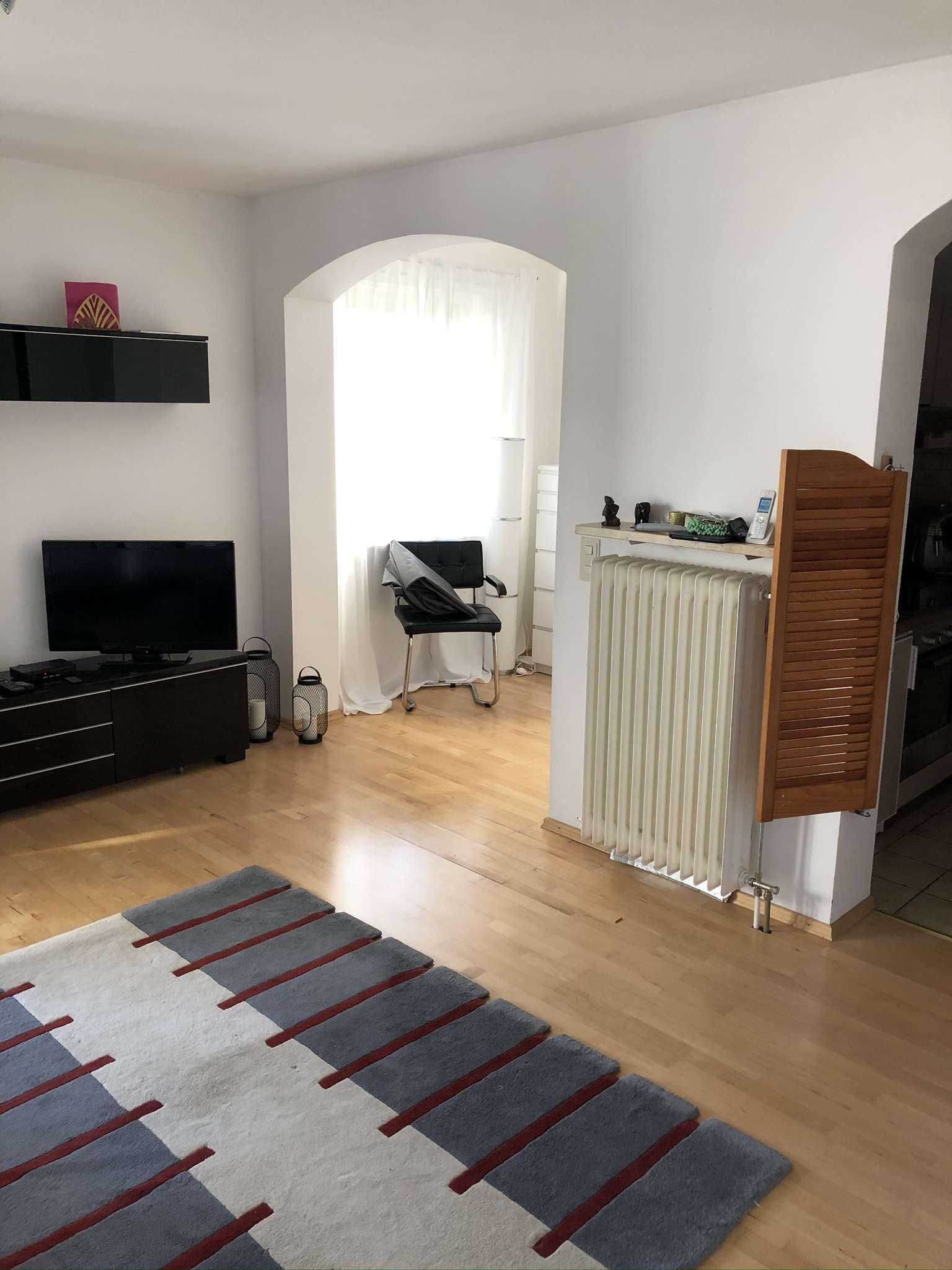 Schöne, geräumige ein Zimmer Wohnung in Gilching möbliert NUR an Wochenendheimfahrer in