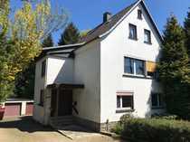 Zweifamilienhaus mit Baugrundstück am Bachlauf