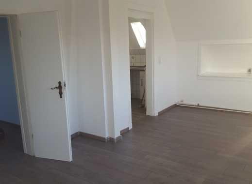 Günstige, sanierte 2-Zimmer-Dachgeschosswohnung mit EBK in Süderbrarup