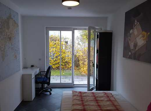 Mitbewohner in schöner, ruhiger 95m² Wohnung gesucht / Looking for room mate for beautiful and calm