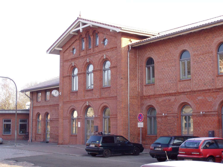 Restauriertes Bahnhofsgebäude