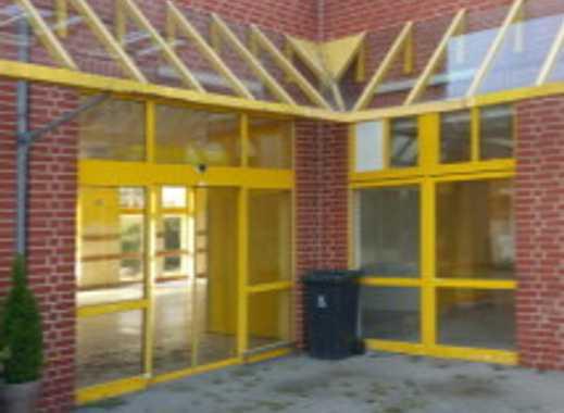 Moderne Verkaufsfläche mit 2 Schaufenstern, kl. Ladenzentrum m. starkem Filialisten