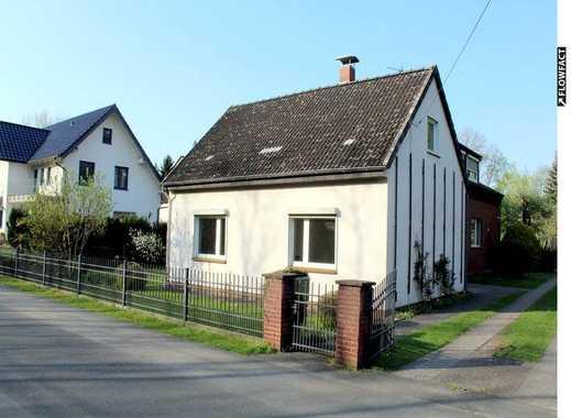 Idyllische 4-Zimmer-Doppelhaushälfte mit Einbauküche, Balkon und Terrasse