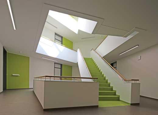 Neue Wohnung mit tollem Treppenhaus