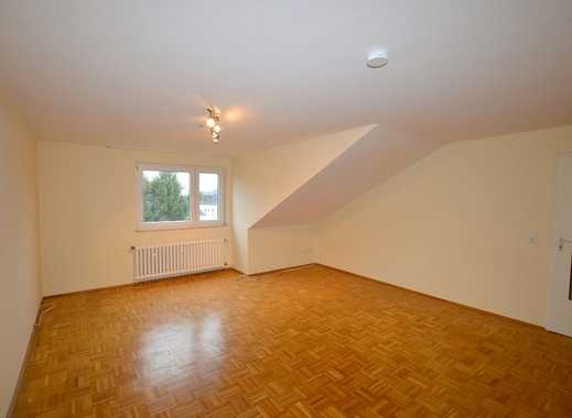 Gepflegte 3-Zimmer-DG-Wohnung mit EBK in Düsseldorf