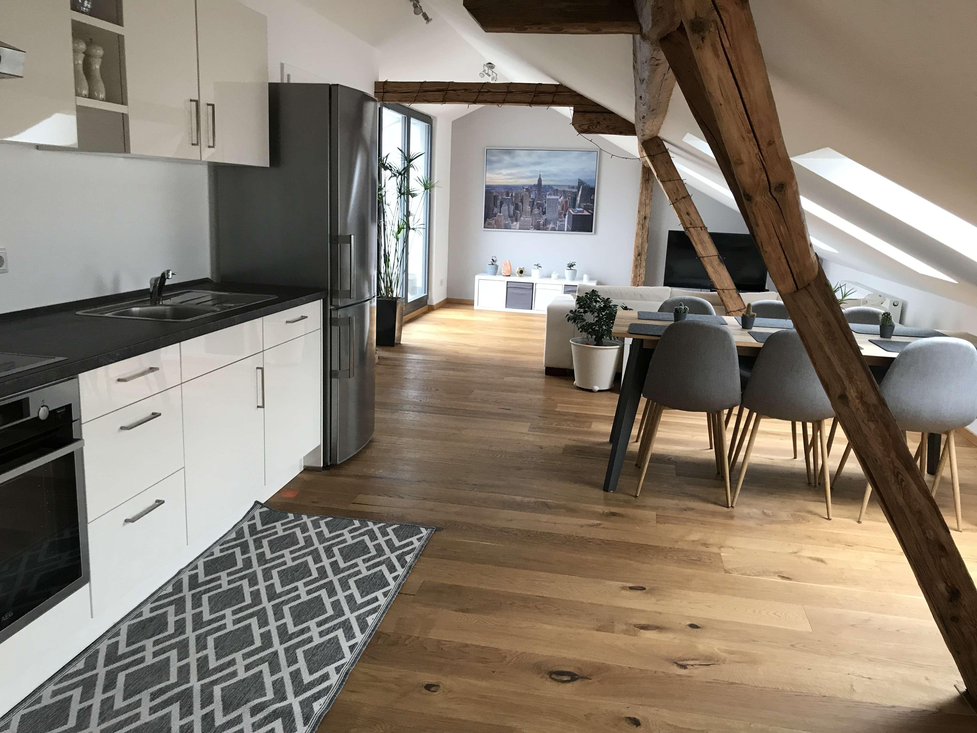 3-Zimmer-DG-Wohnung mit EBK und Balkon in Fürth in