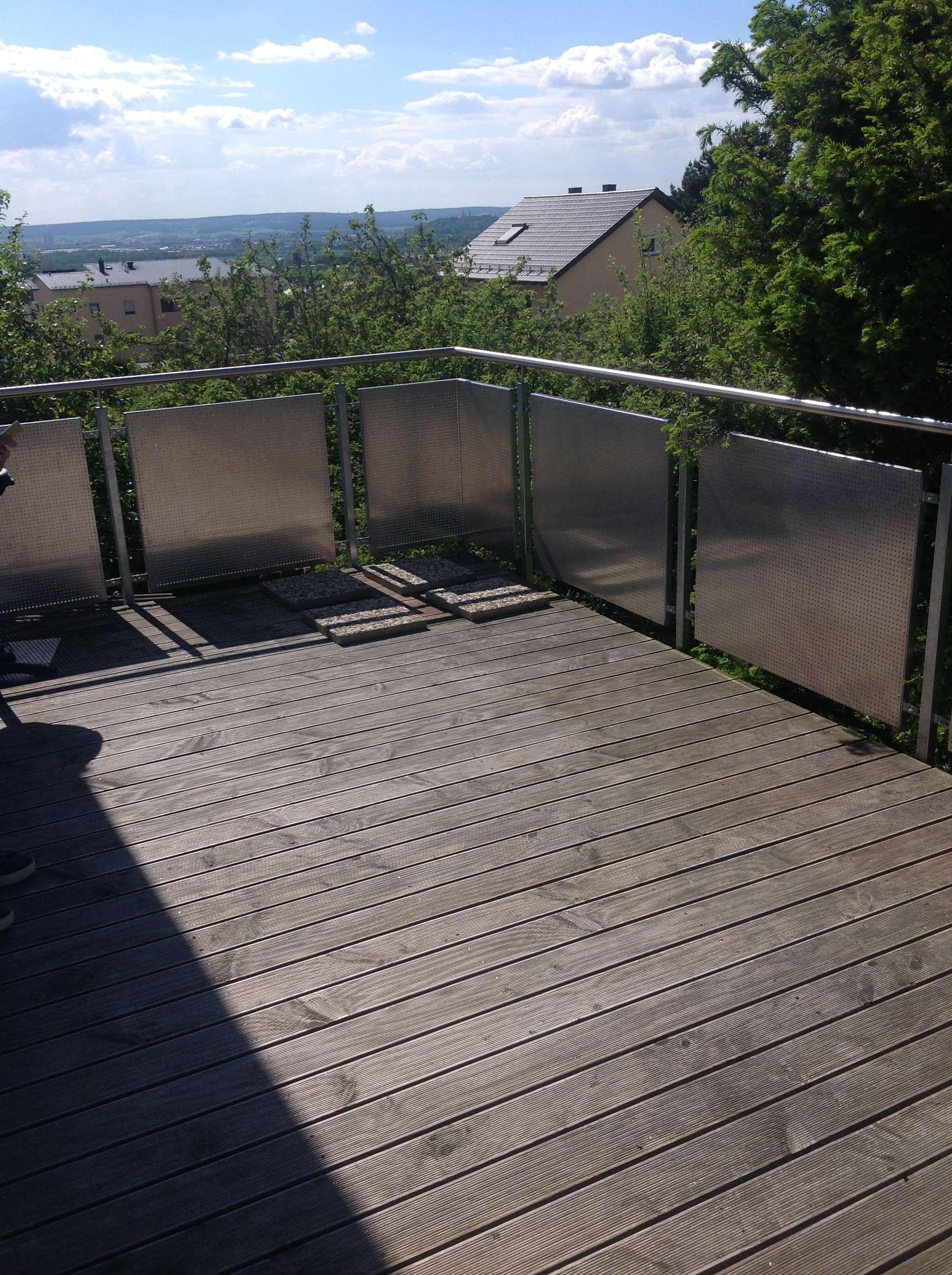 Gepflegte 5-Raum-Wohnung mit großen Balkon in Wackersdorf in