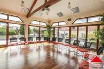 Attraktives Büro- Tagungshaus mit Campus