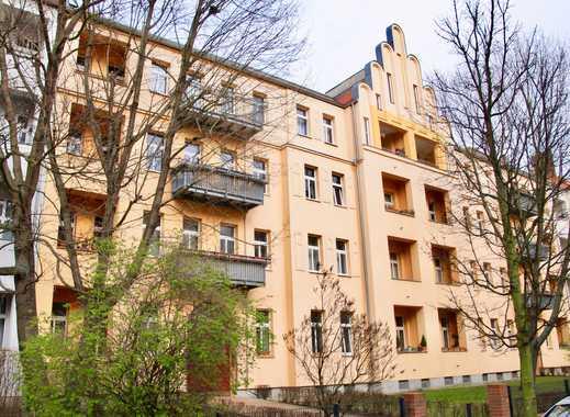 Schmucke Zweizimmerwohnung mit Loggia in ruhiger Seitenstraße