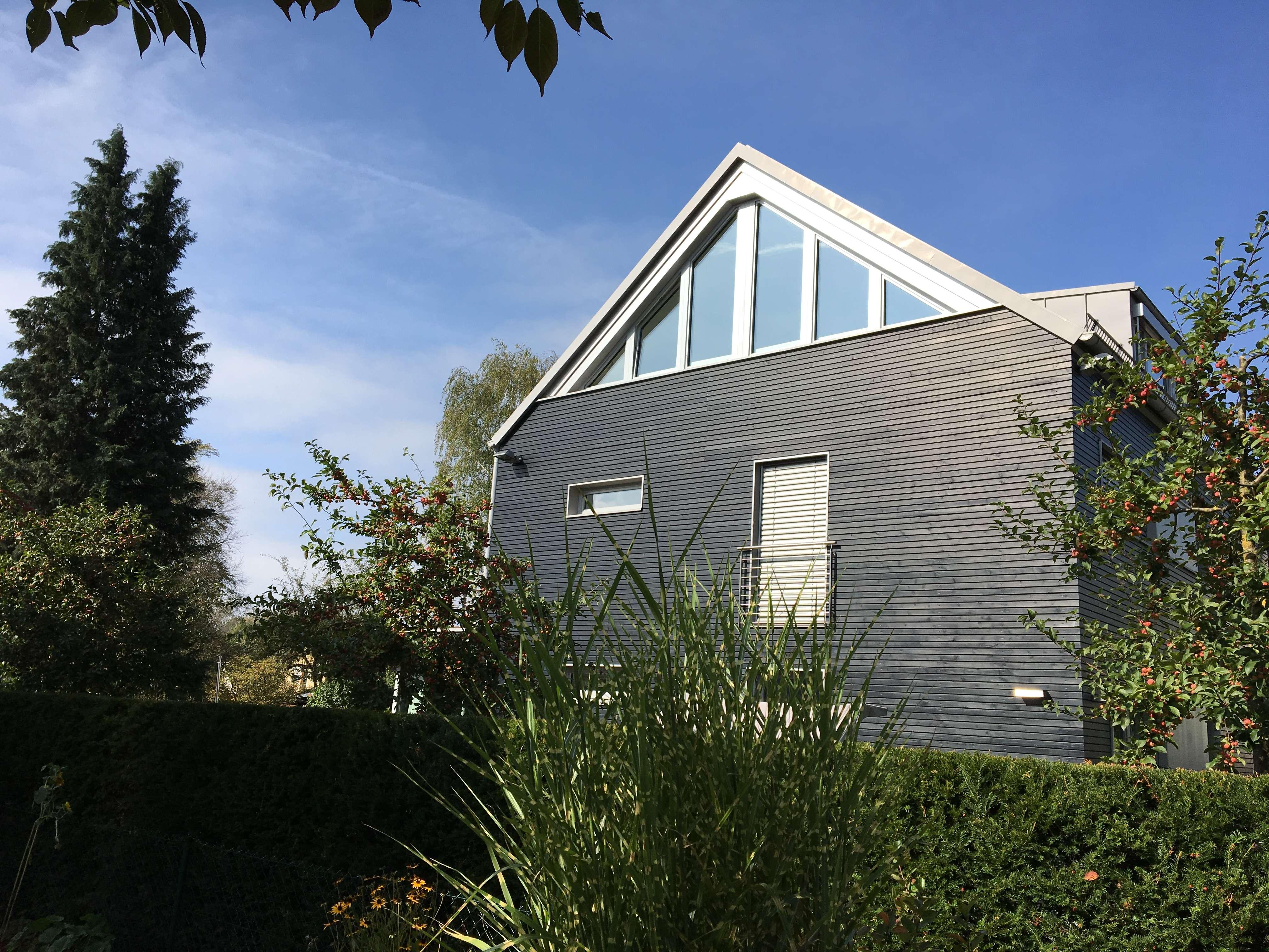 Single-Wohnung: Traumhafte, voll möblierte 2-Zi.-Dachgeschoßwohng. in Mchn.-Trudering