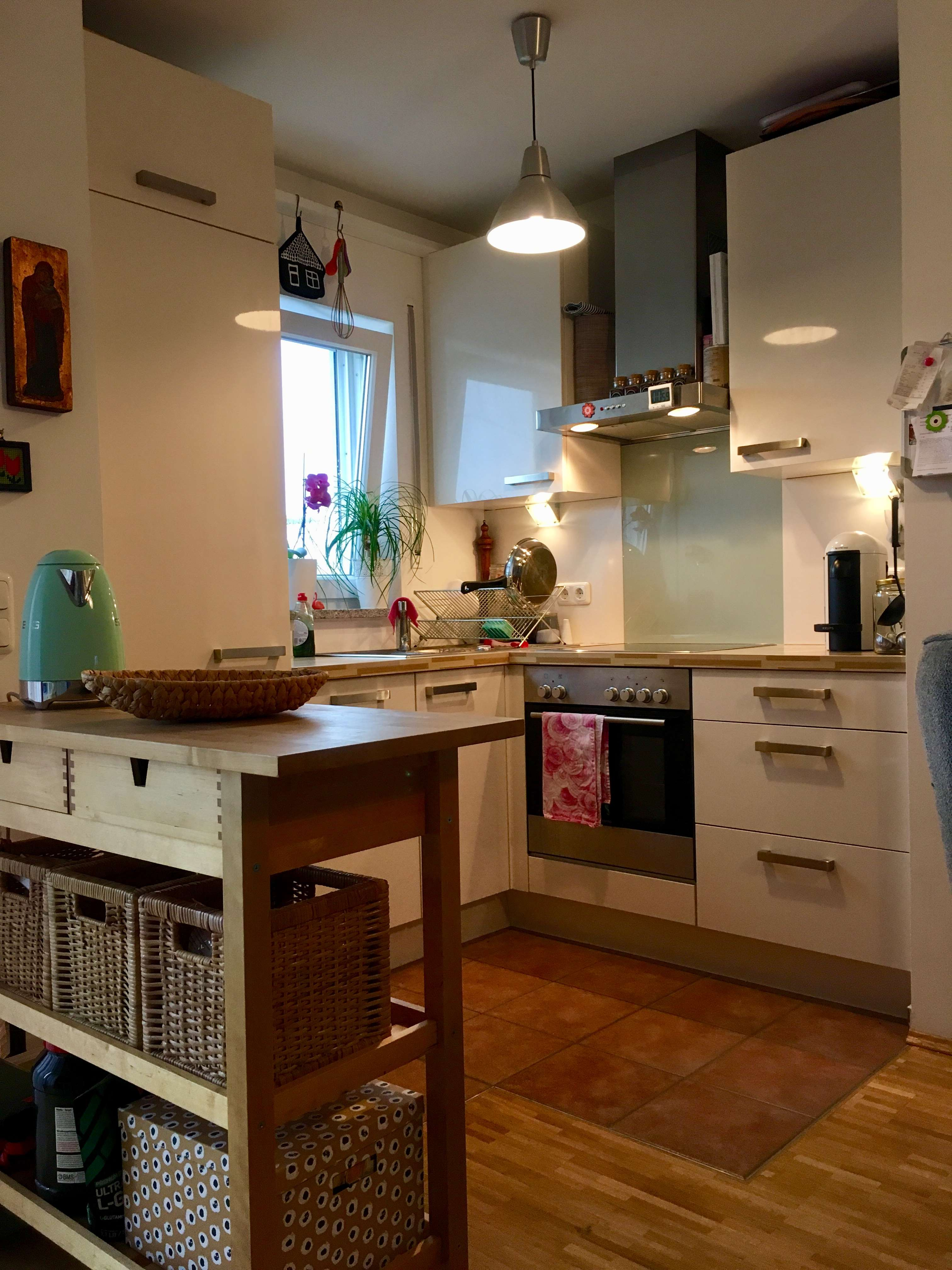 Sehr schöne, lichtdurchflutete 2-Zimmer-Wohnung mit Balkon und EBK in Haar