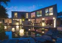 freistehende, moderne Architektenvilla