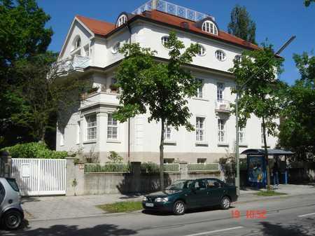 Luxus-Altbauwohnung in München- Bogenhausen in Bogenhausen (München)