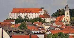 Vollständig renovierte 3-Zimmer-DG-Wohnung mit EBK in Parsberg mit Burgblick in Parsberg