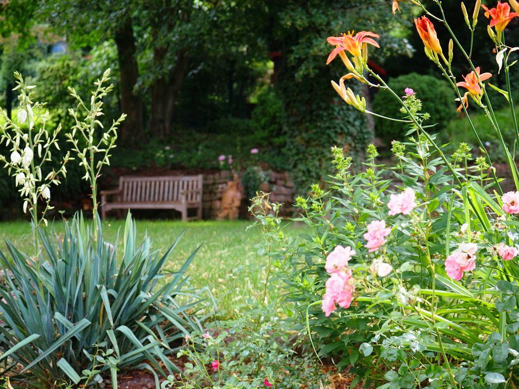 Weitläufige, lichtdurchflutete Wohnung mit großem Garten und ...