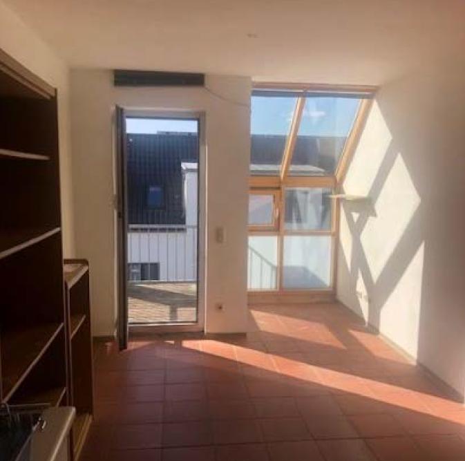 Frisch saniert: Stilvolle, teilmöblierte 1-Zimmer-Wohnung mit Einbauküche und Balkon in Regensburg in Kumpfmühl-Ziegetsdorf-Neuprüll (Regensburg)
