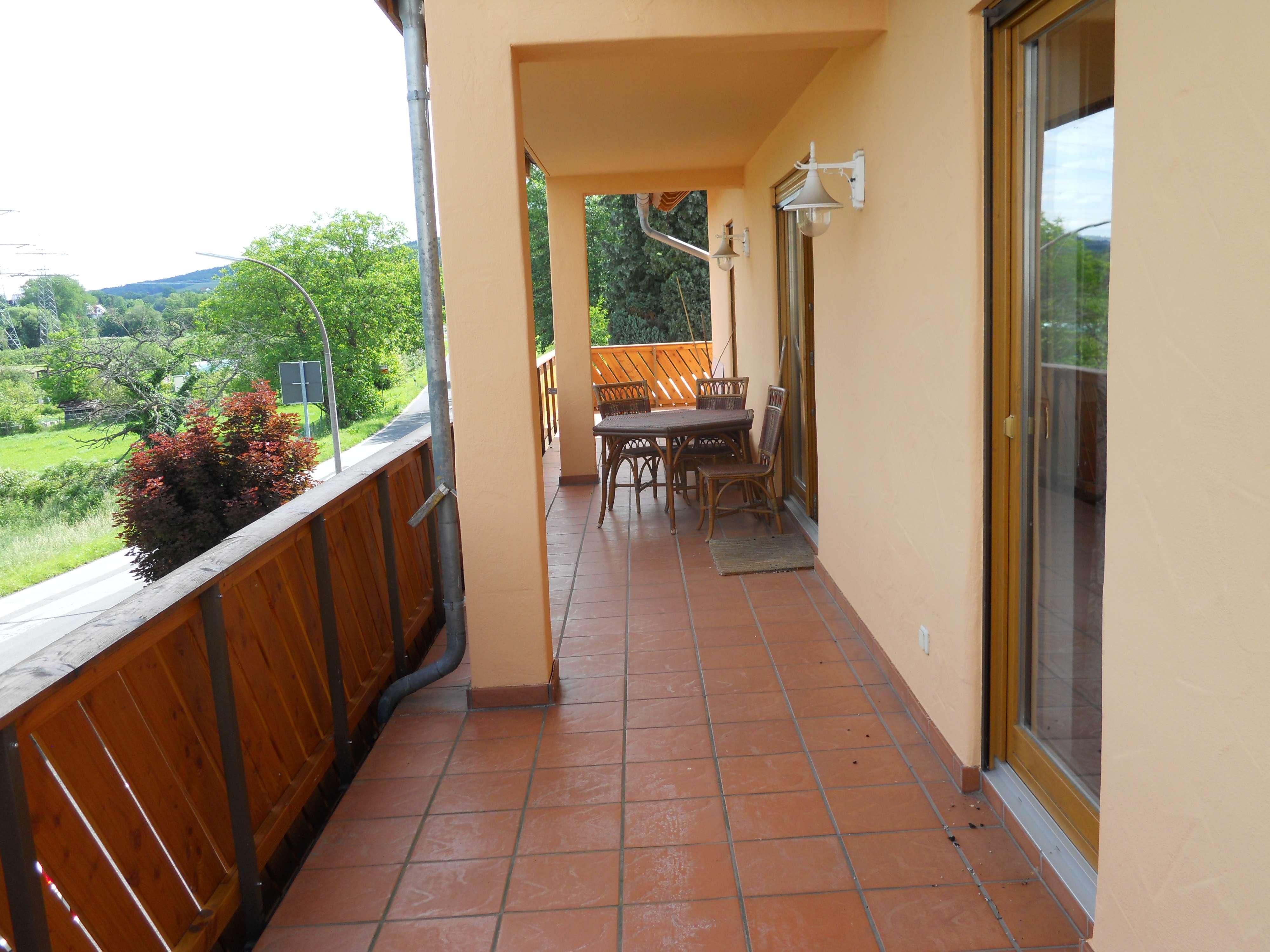 ***Zentrumsnahe grosszügige helle Etagenwohnung mit umlaufendem Balkon u. tollem Blick ins Grüne*** in