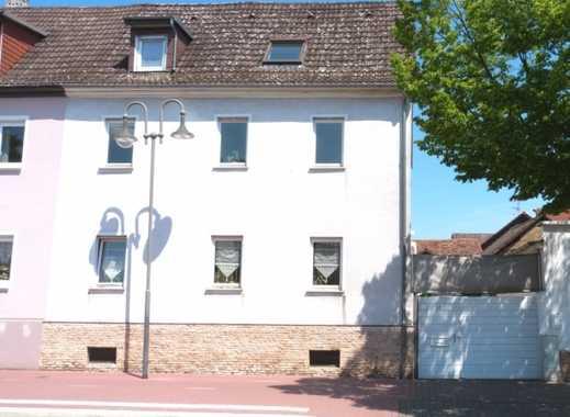 Wohnen im beliebten Stadtteil Kirdorf - Doppelhaushälfte mit sonnigem Garten und Nebengebäuden