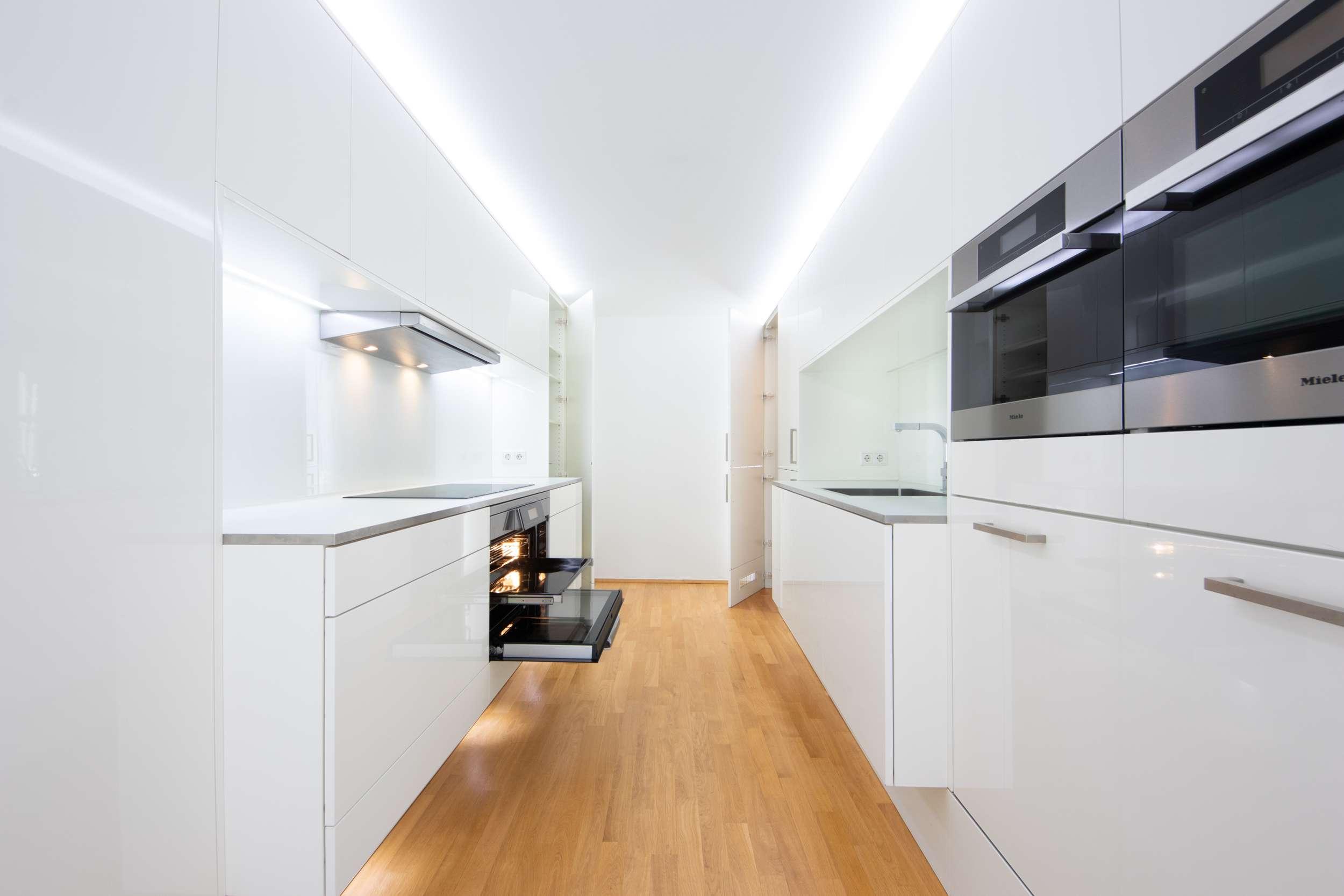 Großzügige lichtdurchflutete Wohnung direkt am Haidplatz mit Traumküche in