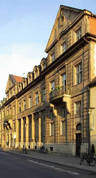 Exklusive, gepflegte 2-Zimmer-Wohnung mit Balkon und Einbauküche in Erlangen Stadtmitte in Erlangen - Zentrum (Erlangen)