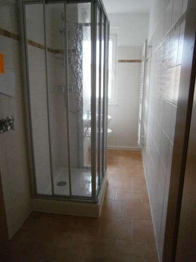 Balkonwohnung mit Blick ins Grüne und tollem Bad mit Dusche