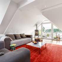 Schönes Dachgeschoss in Villenlage Sonniges
