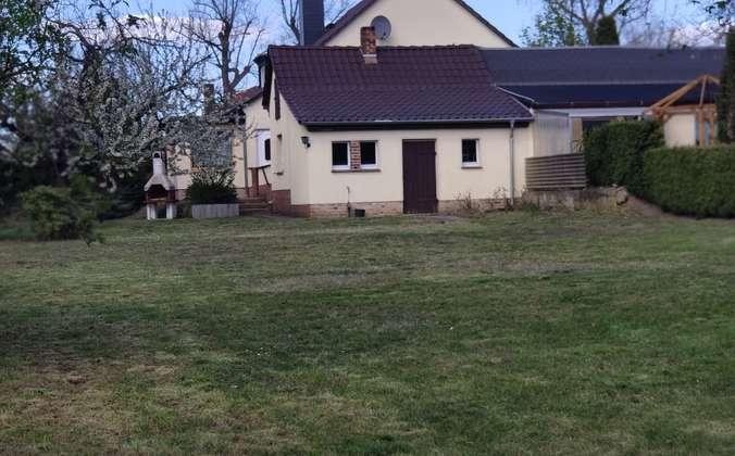 Garten mit Blick zum Haus