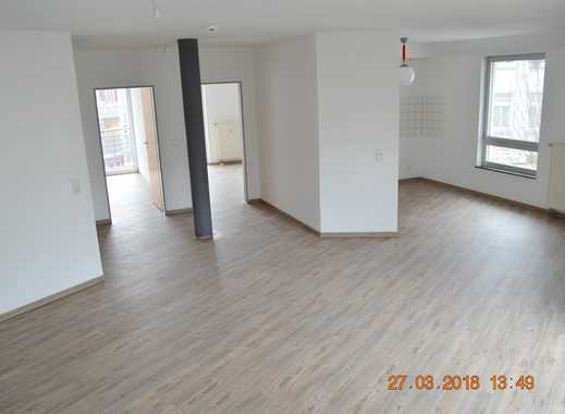 Großzügig geschnittene helle 3 Zi. Wohnung mit 2 Balkonen!