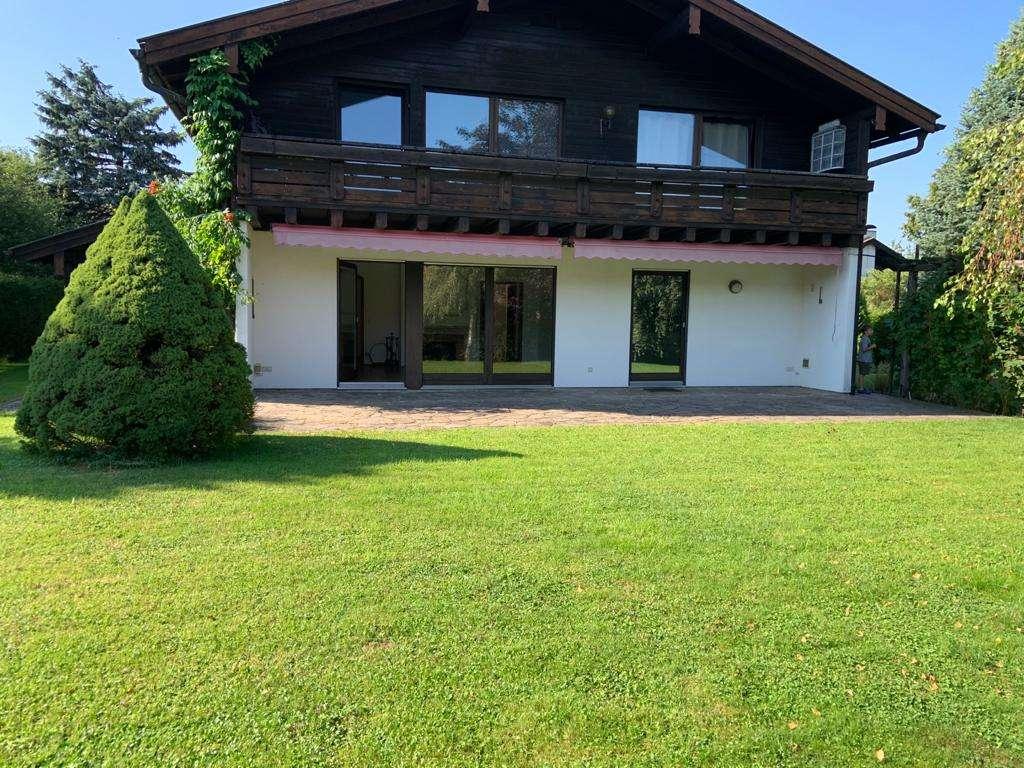 Gepflegte  zweieinhalb Zimmer EG-Wohnung  mit Terrasse und Garten in Bernau in